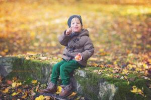 Sesje-dzieciece-krakow-fotograf-krakow-justyna-czowicka-fotografia-noworodkowa-zdjecia-dzieci-jesien-w-krakowie