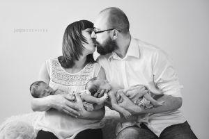 Zdjecia-dzieci-fotografia-dzieieca-justyna-czowicka-sesje-noworodkowa-krakow-fotograf-sesja-rodzinna