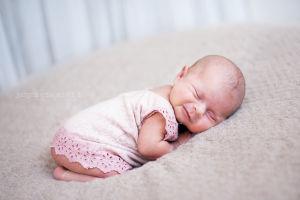 Zdjecia-dzieci-fotografia-dzieieca-justyna-czowicka-sesje-noworodkowa-krakow-fotograf.jpg